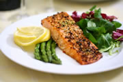 ist2_2664912-broiled-salmon